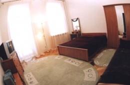 1-room Kiev apartment #004